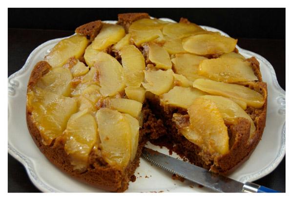 Moist cake Base of Apple Molasses Cake