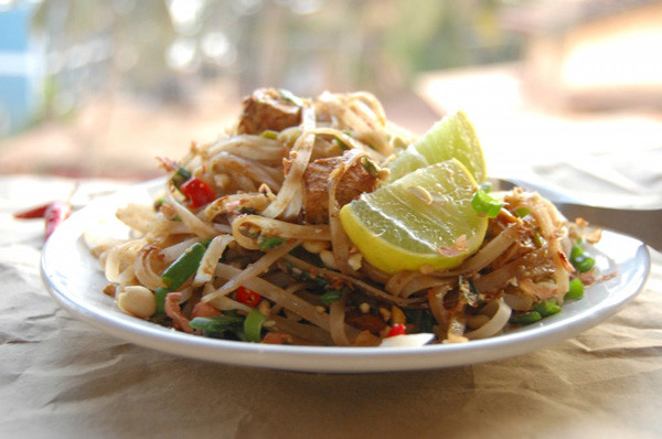 A plate of Veggie Pad Thai
