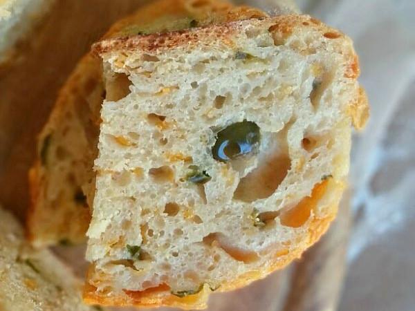 No Knead Jalapeno Cheddar Bread
