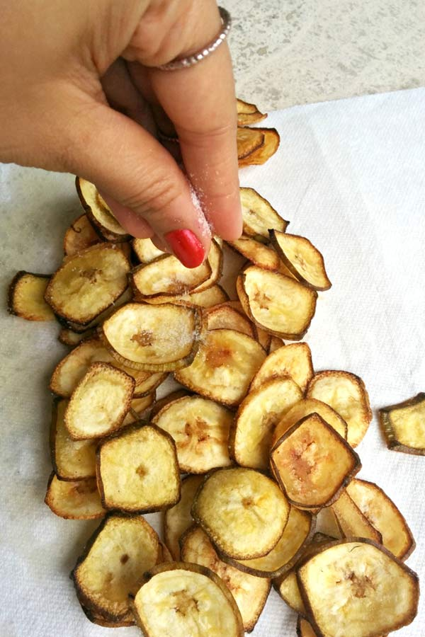 Seasoning homemade banana chips