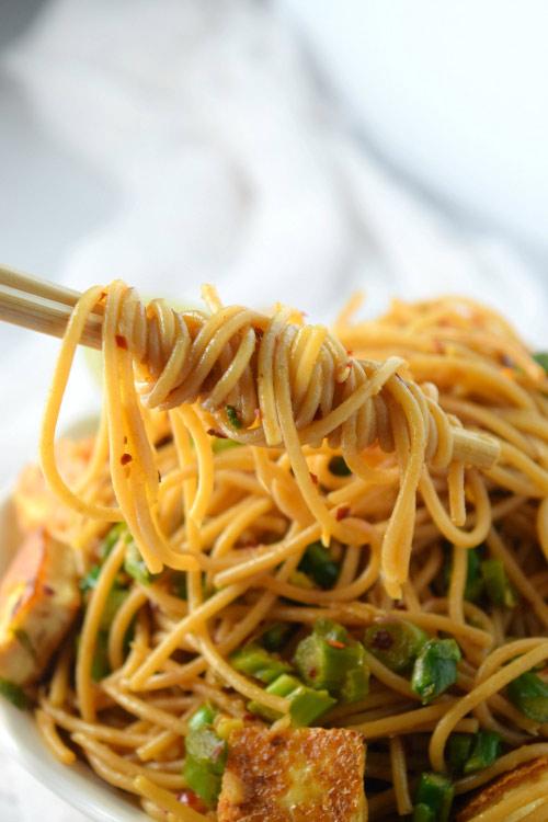 Easy Asparagus and Tofu Noodles 1