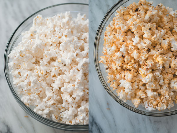 Homemade Pizza Popcorn - Turn your pizza cravings into a healthier snacking with these delicious & addicting PIZZA flavored homemade popcorn!