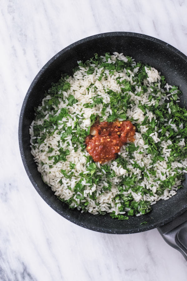 Spicy Kale Fried Rice - Just 15 Mins to make this amazing side dish or adding a protein of choice makes it into a filling meal!