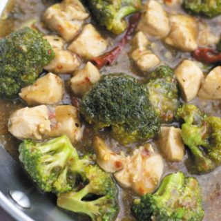 One Pan Chicken and Broccoli in Garlic Sauce