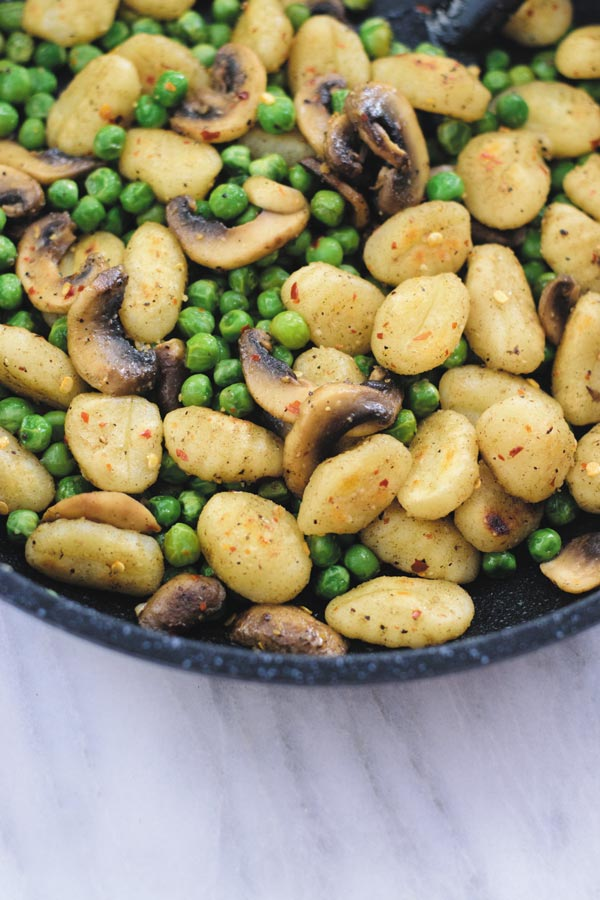 one pan peas & mushroom gnocchi - delicious 30 mins meal with crispy gnocchi (NO BOILING NEEDED), peas & mushrooms in thyme butter sauce.