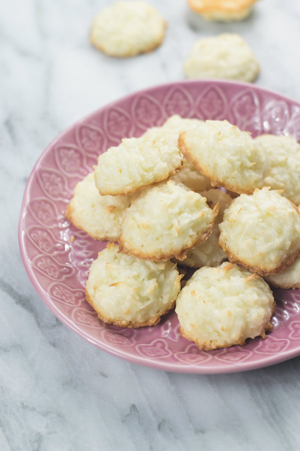 Easiest Soft Fluffy Coconut Macaroons Naive Cook Cooks
