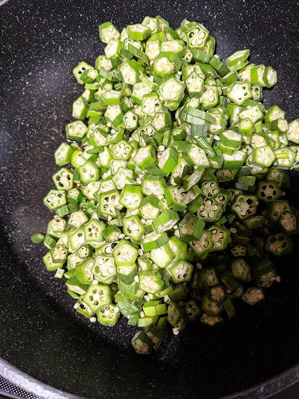 quick stir fry okra bhindi cooking