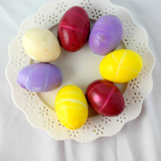 How to Naturally Color Eggs