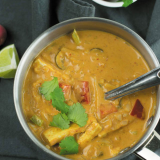 creamy pot of thai red curry-2