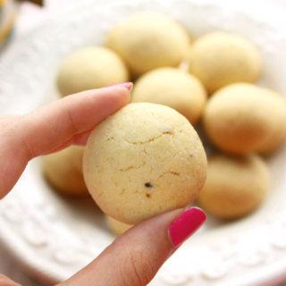 perfectly baked semolina cardamom cookies