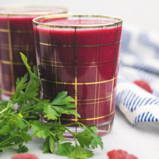 My favorite picky eater approved smoothie - Even your pickiest eaters will LOVE this smoothie! Packed with banana, apple, raw beets, parsley, berries,cinnamon, chia seeds.