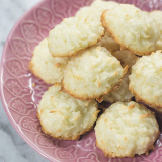ready-to-eat-soft-&-fluffy-coconut-macaroons-TITLE